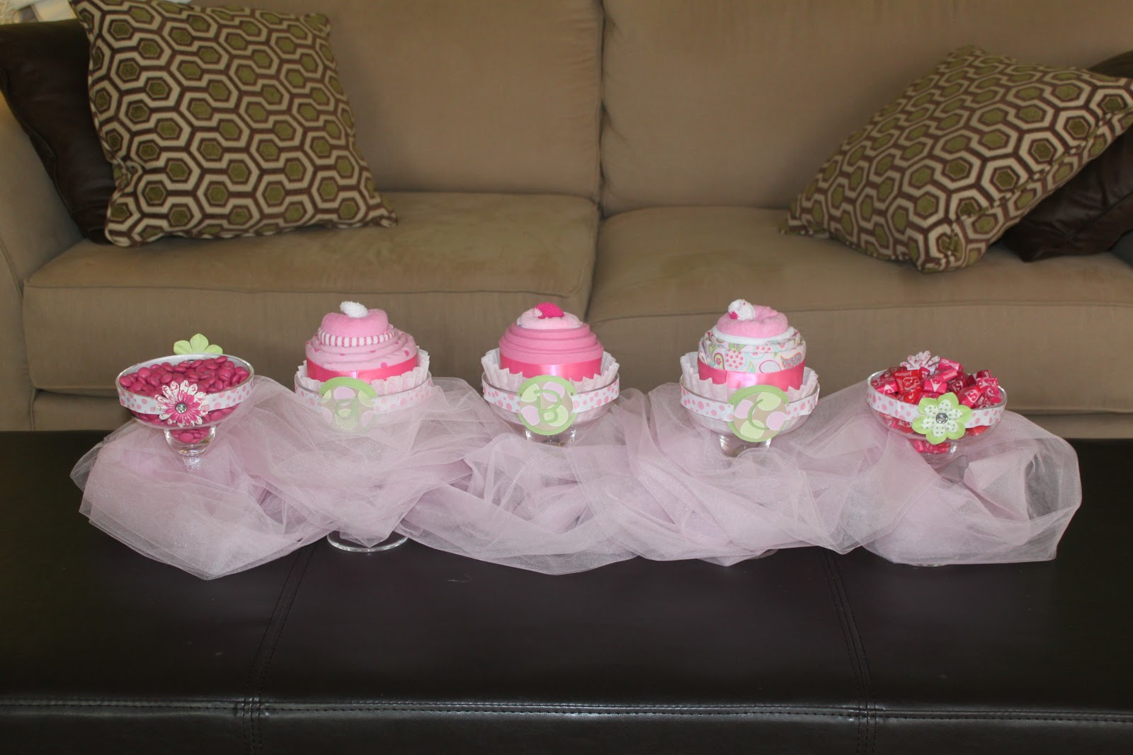 don 39 t want to take the little cupcakes apart they have her monogram