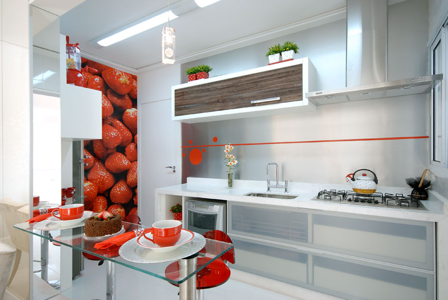 decorar cozinha moderna:Integrar a bancada com cadeiras, criar um ambiente menos formal e mais