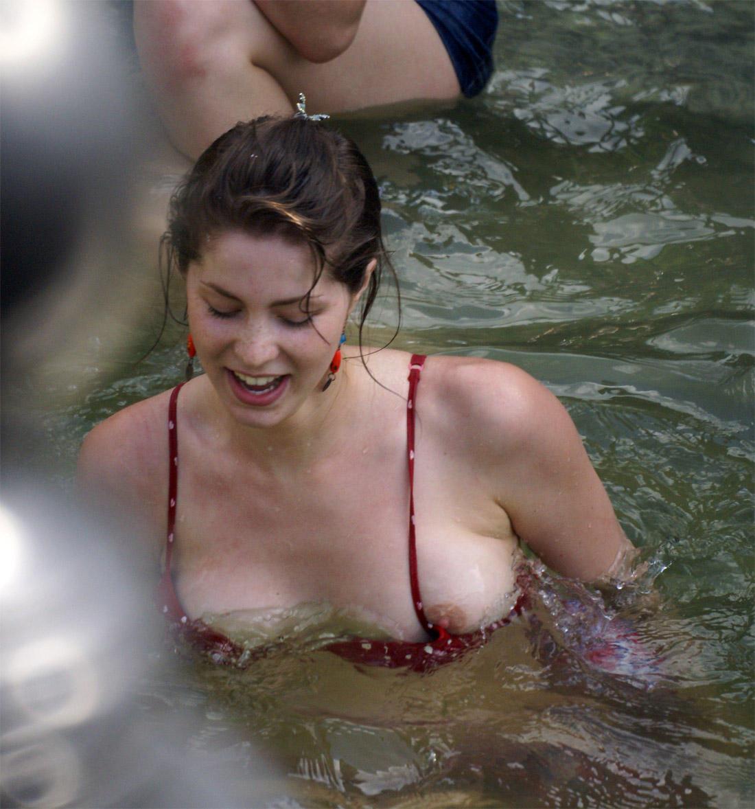 Nipple slip video aquapark 2 10