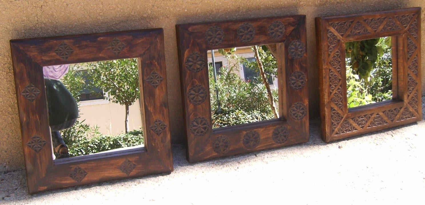 Espejos con marco de madera tallada for Espejos redondos con marco de madera