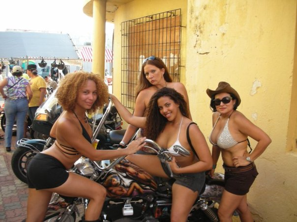 women of aruba