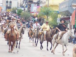 El público fronterizo colmó Rua dos Andradas y Avda. Sarandí