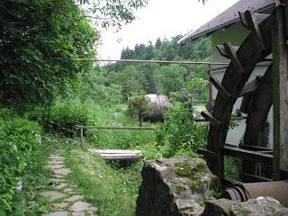Casa langa malul de riu