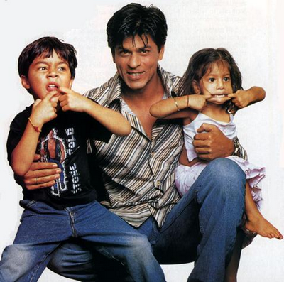 shahrukh khan with his children photo