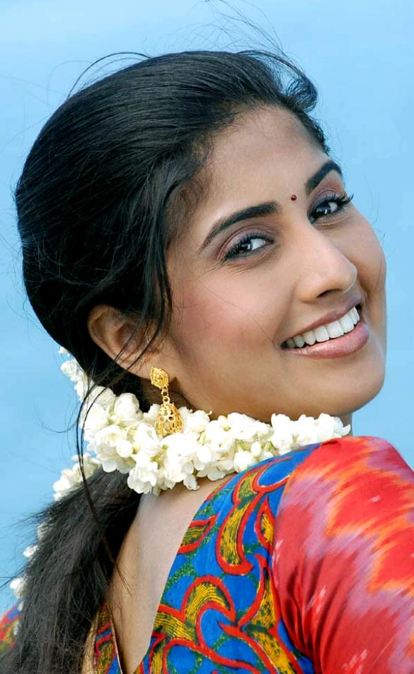 Shyamili looking awesome in half saree-pictures,Baby shyamili tamil actress photogallery,http://rkwebdirectory.com