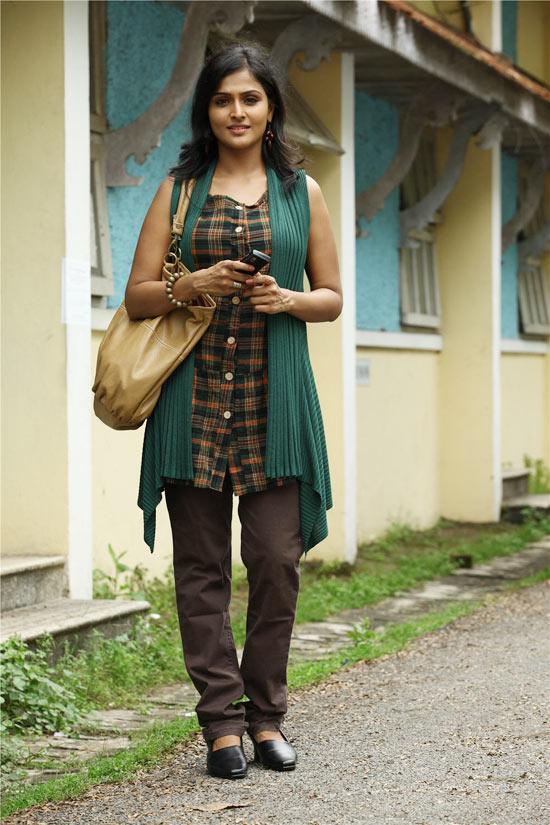 Malayalam Actress Remya Nambeesan  hot photos,Malayalam Actress Remya Nambeesan  spicy photos,http://rkwebdirectory.com