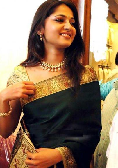 Actress Anushka Rare Saree Images Latest Images & Pictures - Becuo