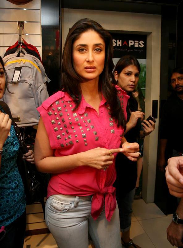 Kareena in Pink unseen pics