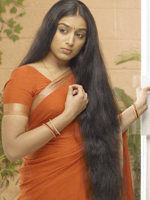 Padmapriya in Saree Photos Photoshoot images