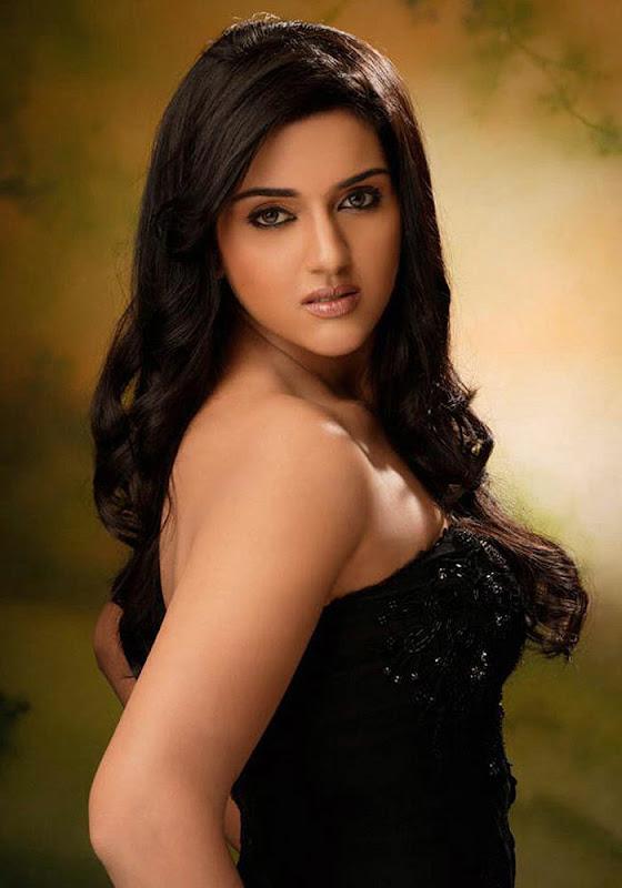 South indian actress Ragini Shetty Latest Stills  U glamour images
