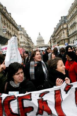 Διαδήλωση 10/2, Paris/Panthéon (~22000). Κλικ για ενημερωτικό εντιτόριαλ του Nature (αγγλικά)