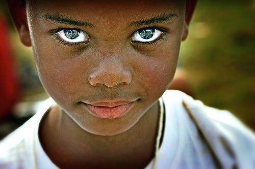Menino dos Olhos de Ouro.