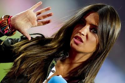 España Campeon: Casillas besó a Sara Carbonero luego de ganar la final