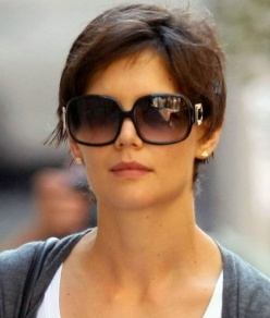 Katie Holmes Pixie Haircut on Ma Ti Sei Vista   Guida Ai Capelli Corti