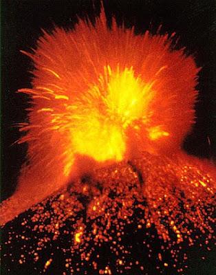 gunung berapi status waspada