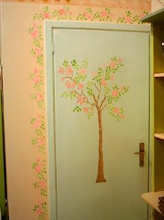 Delizioso d coupage stencil decorativo su parete - Tecnica per decorare pareti ...