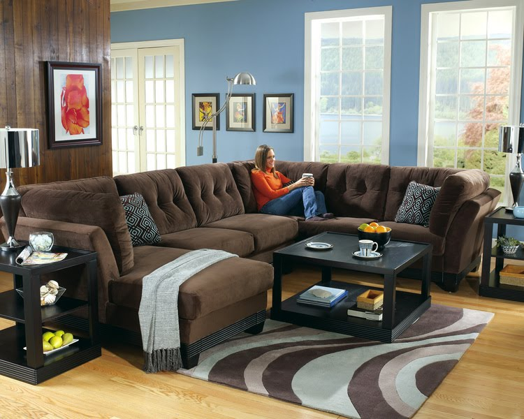Home decor living room blue wall color for Blue brown living room decor