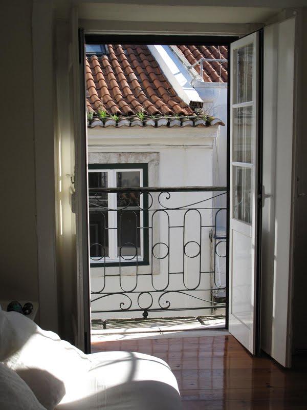[12-Balcony.jpg]