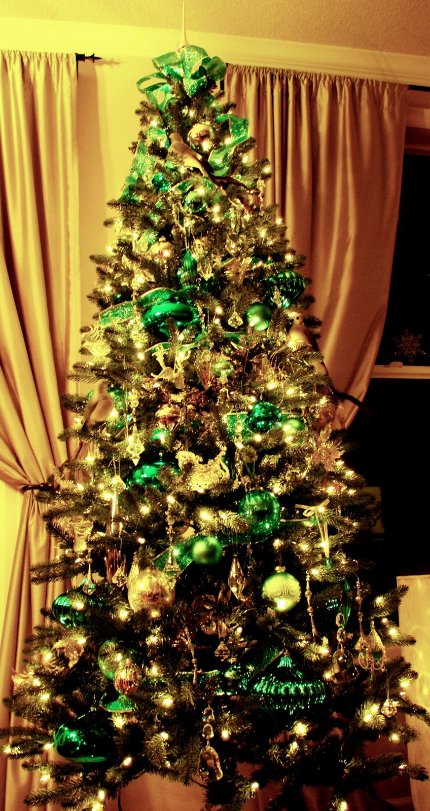 Design Your Life Decorate Your Christmas Tree Like A