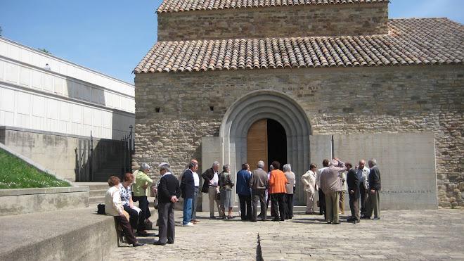 Gent eixint de missa