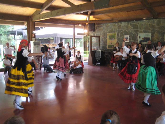 Coros y Danzas de Becerril dansant a Malla (Osona)