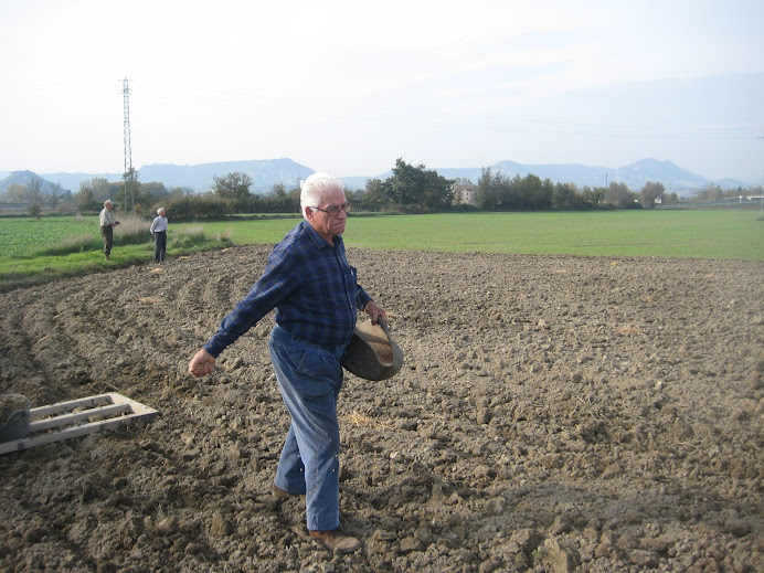 "En Vicenç ""Carter de Santa Eugènia"" sembrant blat"