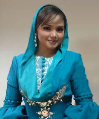 4) Siti Nurhaliza