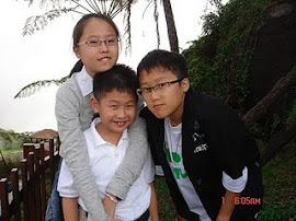 单纯的三姐弟 XD