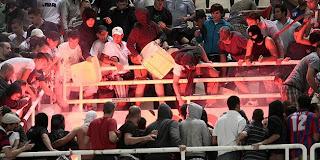 Hooliganisme Torcida_atena_tucn_337425S1
