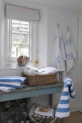 White or neutral coloured Roman blinds are ideal for bathrooms