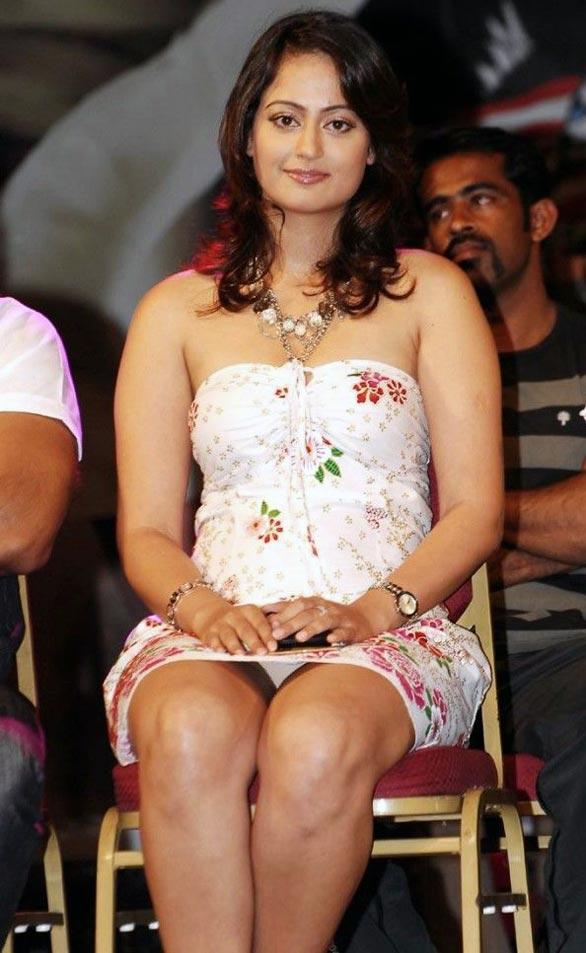 Hot Kaveri Jha Exposing Sindhu Tolani Navel