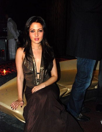 Sexy actress Riya sen Spicy pictures, Sexy pictures, Hot photos