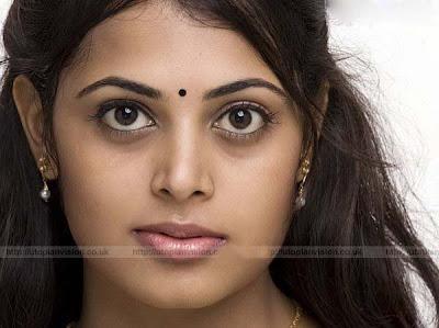 Cute Sindhu Menon photos   E wallpapers