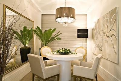Comedor con espejos decoracion de comedores con espejos for Decorar paredes con cuadros y espejos