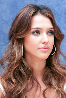 Jessica Alba looking beautiful