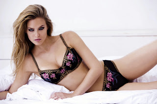 Gorgeous Pics of Bar Refaeli in lingerie