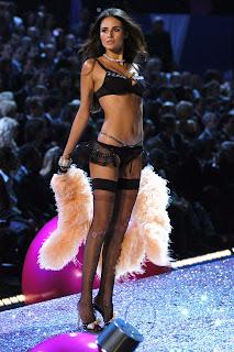 Fernanda Tavares in lingerie and high heels