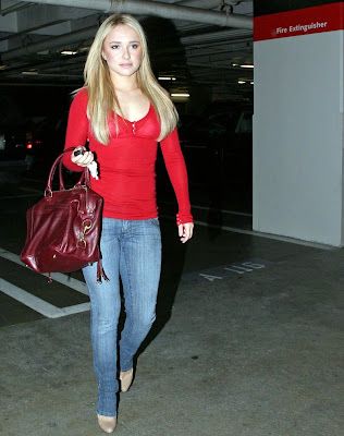 Hayden Panettiere is looking cute in jeans