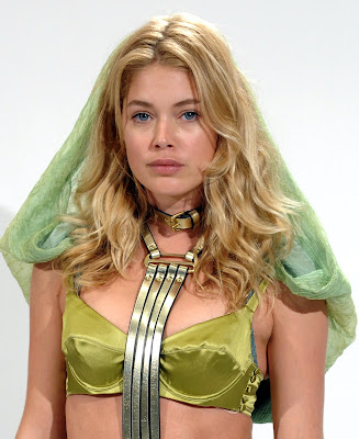 Doutzen Kroes is really really pretty, especially when shes in lingerie