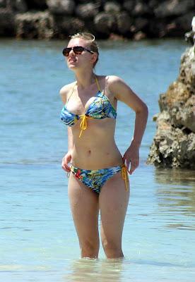 Scarlett Johansson looks fantastic in a bikini