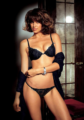 Irina Shayk is incredibly hot in lingerie