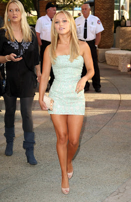 Hayden Panettiere does have nice legs