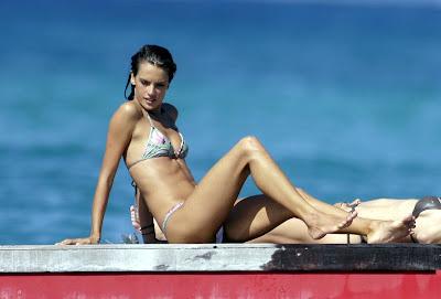 Alessandra Ambrosio Sexy Bikini Pics