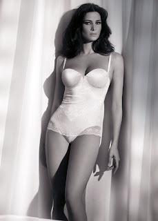 Manuela Arcuri is gorgeous in lingerie