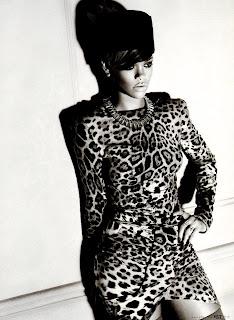 Rihanna looks sexy in Elle