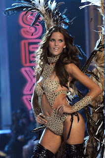 Izabel Goulart is really hot in a bikini
