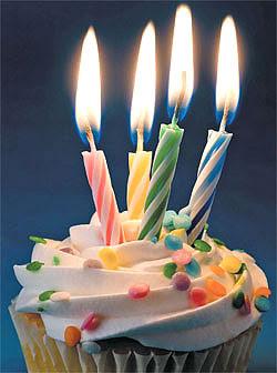 http://4.bp.blogspot.com/_xXVH5yiYHyI/SeiUCqOXAPI/AAAAAAAAAJo/SQLA4vFHQlY/s400/birthday4.jpg