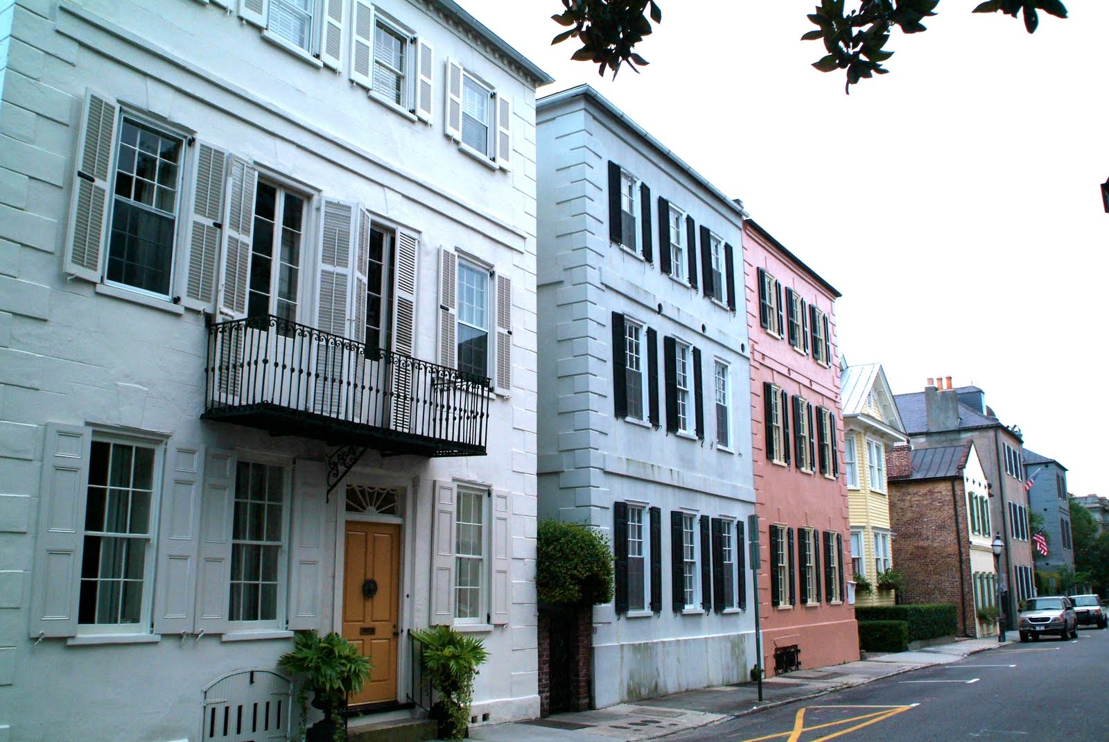 Towns cities rainbow row charleston s c for Charleston row houses