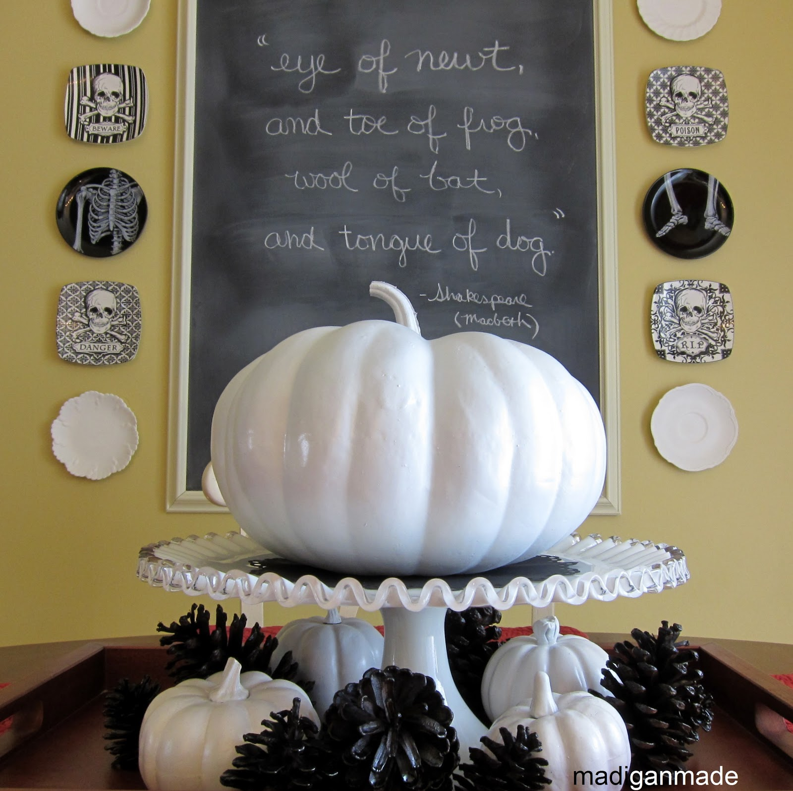 Halloween décor was simple, classic and a little vintage
