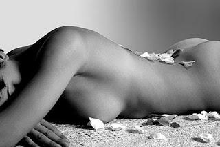 contorno de mujer desnuda